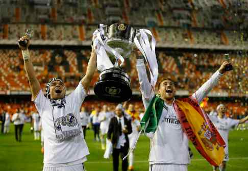 Real Madrid's Pepe and Ramos lifts up the King's Cup trophy after defeating Barcelona in the King's Cup final at Mestalla stadium in Valencia