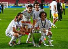 Real Madrid's players pose with the trophy as they celebrate after defeating Atletico Madrid in their Champions League final soccer match at Luz stadium in Lisbon