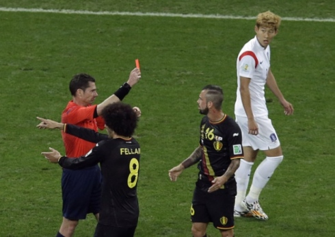 Pic 3 red card Defour
