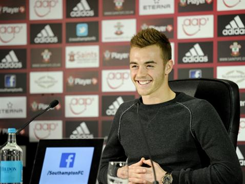 calum-chambers-pre-fulham-away-press-news148-1329786_478x359