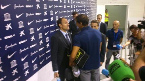 Iraizoz talking with referee Mateo Lahoz after the game. Uncomfortable.
