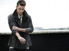 Mesut-ozil-sheepskin-esquire-fashion-shoot-6-43