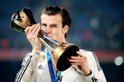 Bale kissing the trophy