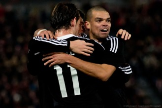 Bale, Kroos, and Pepe hug