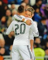 Chicharito hugging Jese