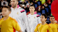 Cris with his mascot