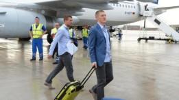 Die-Nationalspieler-Bastian-Schweinsteiger-M-und-Lukas-Podolski-sollen-keinen-Jetlag-bekommen