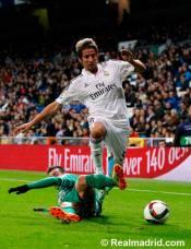 Fabio controls the ball