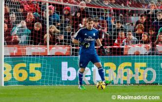 Iker looks for a pass