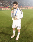 Isco kissing the trophy