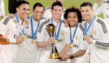 Keylor, Chicharito, James, Marcelo, Cris with trophy