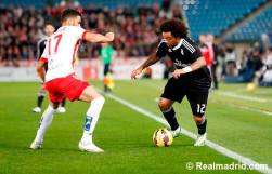 Marcelo controls the ball
