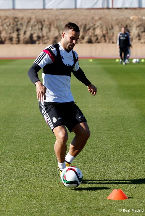 Jese, excuse me, *Jey M* :ahem: shows off his training bra