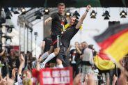 Thomas+Muller+Manuel+Neuer