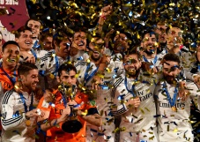 Trophy and confetti2