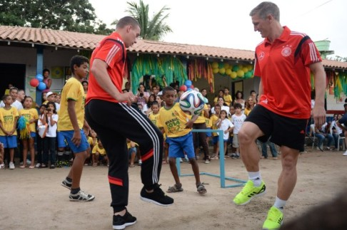 World-Cup-2014-Germany-visit-school