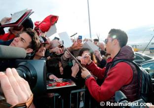 Cris signs in Zurich