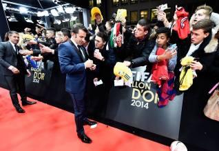 Del Piero signs autographs