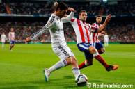 Isco attempts to get around Koke