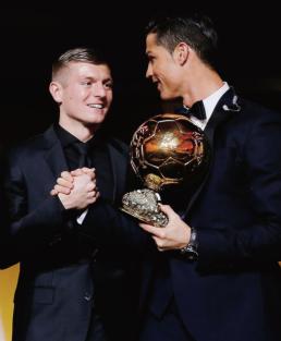 Kroos and Ronaldo shake hands