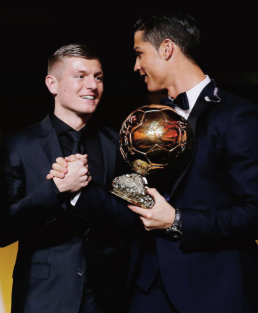 Kroos and Ronaldo shake hands
