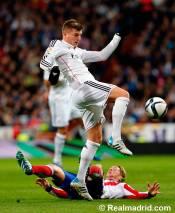 Kroos gets tackled by Torres