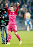 Cris gives the fans a big thumbs up