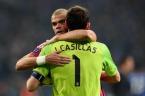 Iker hugs Pepe
