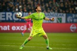 Iker throws the ball