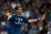 Iker tries to calm