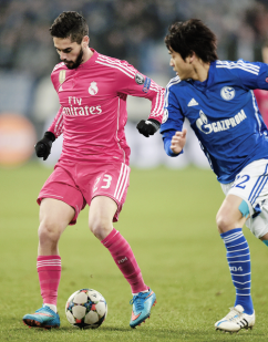 Isco controls the ball2