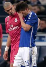 Pepe comforts Huntelaar