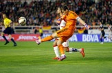 Iker delivers the ball under pressure