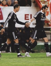 Ronaldo and Bale holding hands