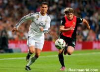 Cris beats the defender