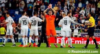 Iker applauds the fans
