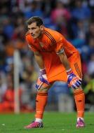 Iker hands on knees
