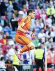 Iker jumping