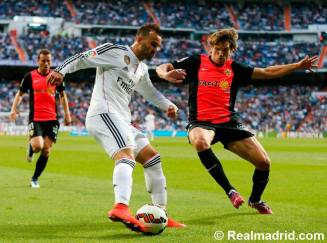 Jese protects the ball
