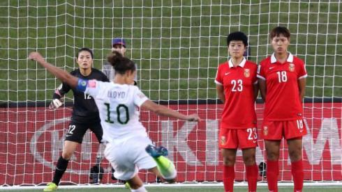 OTTAWA, ON - JUNE 26: Goalkeeper Wang Fei #12 of China looks on as Carli Lloyd #10 of the United States takes a free kick in the first half as Ren Guixin #23 and Han Peng #18 of China form a wall in the FIFA Women's World Cup 2015 Quarter Final match at Lansdowne Stadium on June 26, 2015 in Ottawa, Canada.  (Photo by Andre Ringuette/Freestyle Photo/Getty Images)