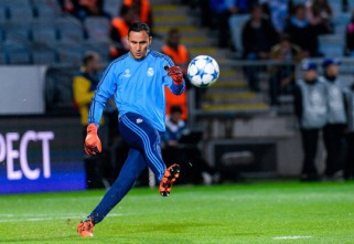 Keylor warms up