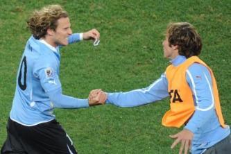 Diego-Forlan-Diego-Lugano-WM-2010-diego-forlan-15486471-619-413