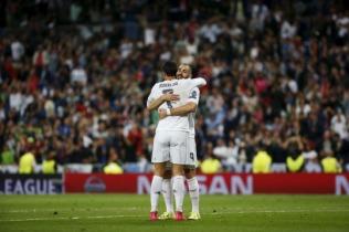 Crispy Karim hugs