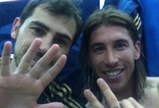 cristiano-ronaldo-496-iker-casillas-and-sergio-ramos-photo-in-the-airplane-2012