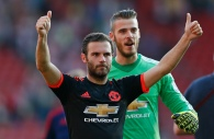 """Football - Southampton v Manchester United - Barclays Premier League - St Mary's Stadium - 20/9/15 Manchester United's Juan Mata and David De Gea acknowledge the fans after the game Reuters / Stefan Wermuth Livepic EDITORIAL USE ONLY. No use with unauthorized audio, video, data, fixture lists, club/league logos or """"live"""" services. Online in-match use limited to 45 images, no video emulation. No use in betting, games or single club/league/player publications. Please contact your account representative for further details."""