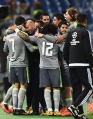 Group hugs with Zizou