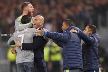 Ronaldo runs to Zizou