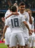 Casemiro hugs Vasquez