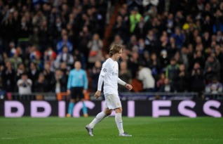 MADRID, SPAIN - MARCH 08: Luka Modric of Real Madrid walks off the pitch during the UEFA Champions League Round of 16 Second Leg match between Real Madrid and Roma at Estadio Santiago Bernabeu on March 8, 2016 in Madrid, Spain. (Photo by Denis Doyle/Getty Images)