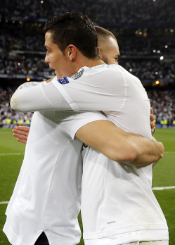 Benz hugs Cris